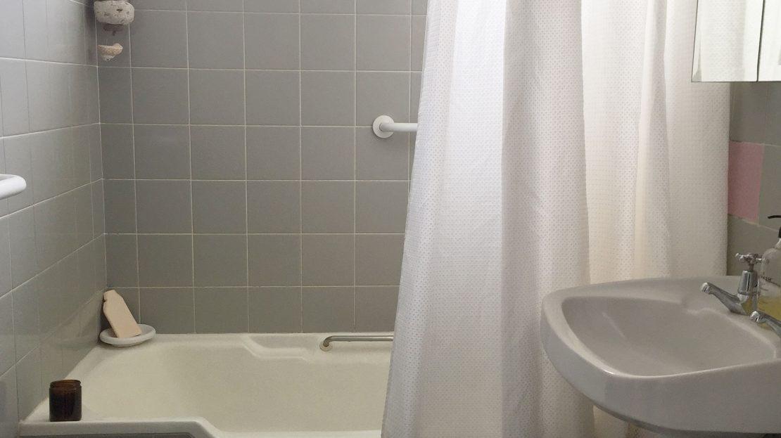 11/18 Seaview Road | Bathroom