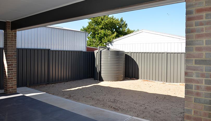 3 Bedroom House For Rent Klemzig | Rain Water Tank